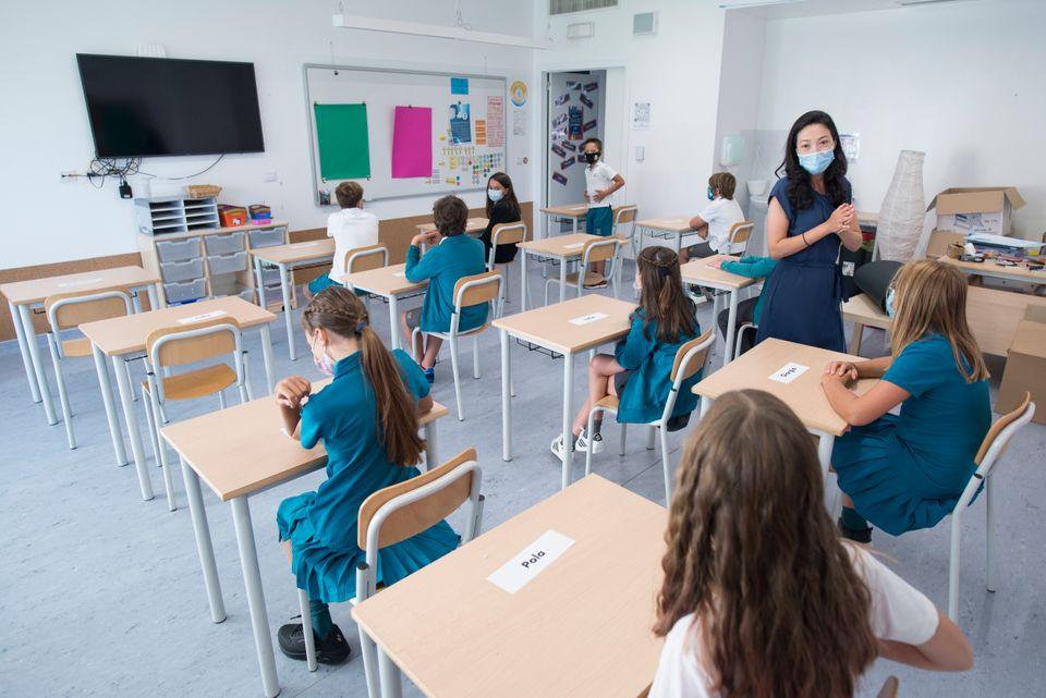 학교에서도 마스크 착용과 사회적 거리두기는 필수. 토리노, 이탈리아. 2020년