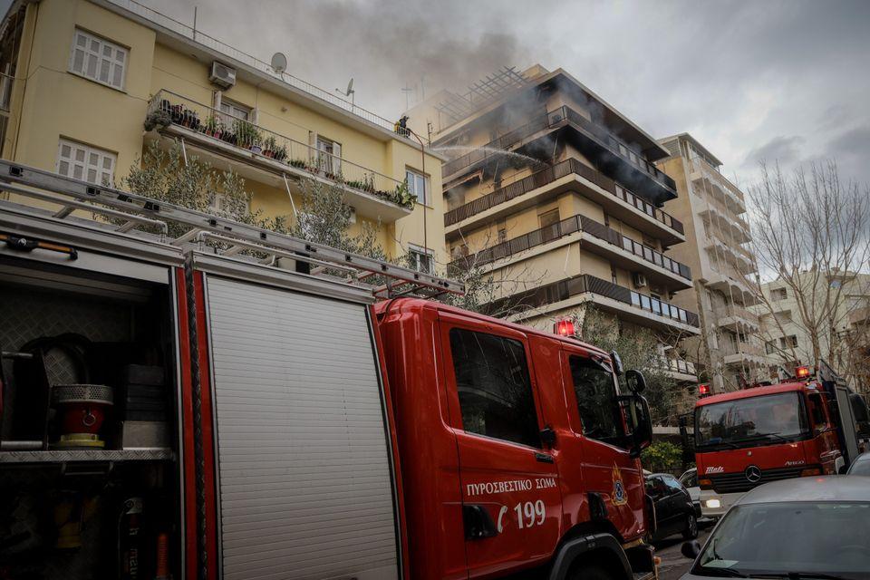 Φωτογραφία αρχείου - Επιχείρηση της πυροσβεστικης για την κατάσβεση πυρκαγιάς σε διαμέρισμα στοΠ.Φάληρο.Απεγκλωβίστηκαν...