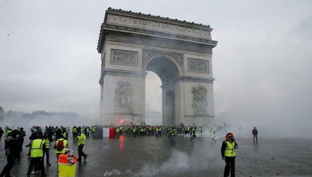 Dix-sept personnes seront jugées pour le saccage de l'Arc de Triomphe à Paris le 1er décembre...