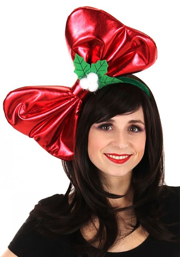 """""""Wow! That's a<a href=""""https://www.halloweencostumes.com/giant-christmas-bow-headband.html"""" target=""""_blank""""> really big bow</"""