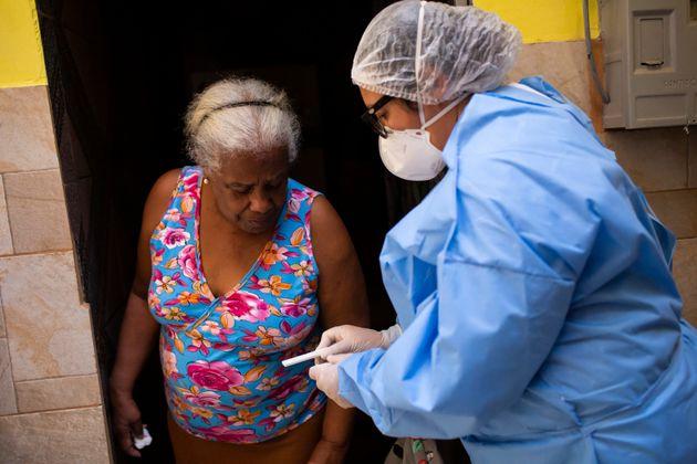 Número de mortes por covid-19 no Brasil chega a 125,5 mil; casos ultrapassam 4