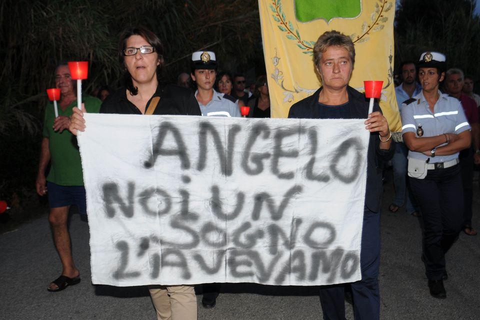 Una fiaccolata in memoria di Angelo