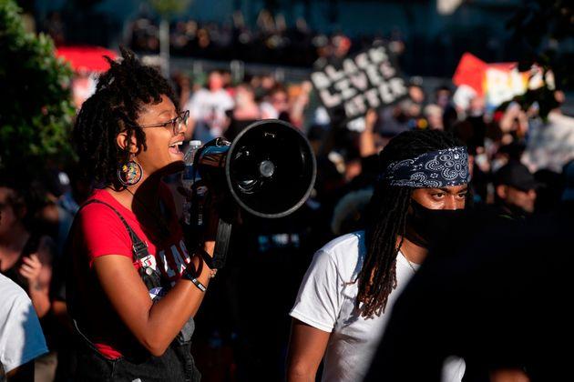 Διαδηλώσεις ενόπλων στο Κεντάκι- Συγκρούσεις υποστηρικτών της αστυνομίας και του αντιρατσιστικού