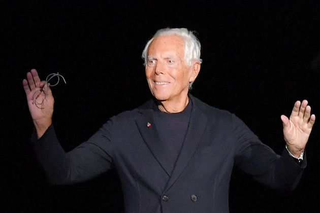 Giorgio Armani sfila per la prima volta in diretta tv e a porte chiuse: