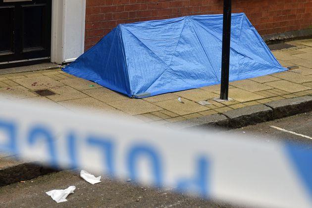 Ενας νεκρός και επτά τραυματίες από επιθέσεις με μαχαίρι στην
