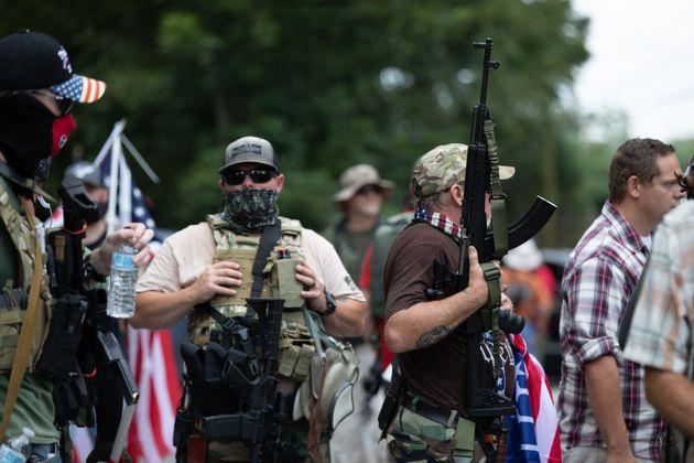 Milicias ultraderechistas armadas en