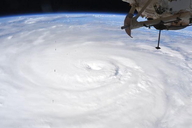 国際宇宙ステーションから撮影された台風10号