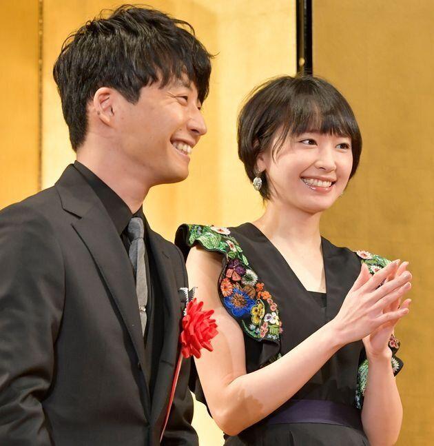 2017年エランドール賞授賞式での、星野源さんと新垣結衣さん(2017年2月2日撮影)