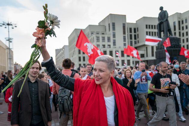 벨라루스 반정부시위 다음날 야권 지도자가 도심 한복판에서 복면 ì