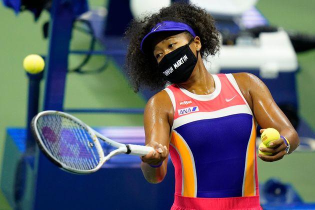9月7日(日本時間)の4回戦で、トレイボン・マーティンさんの名前が書かれたマスクをつける大坂選手