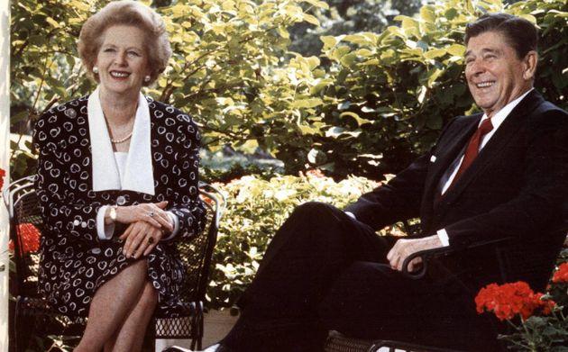 La primera ministra británica, Margaret Thatcher, con el presidente de EE UU, Ronald Reagan, en la Casa...