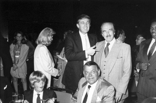 Donald Trump con su esposa, Ivana, su hijo mayor y su