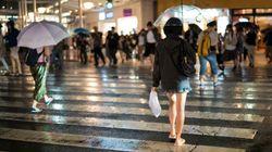 突然雨に降られたら、どうする?1時間のおしゃべりで、「傘をさす」が当たり前じゃないと知った。