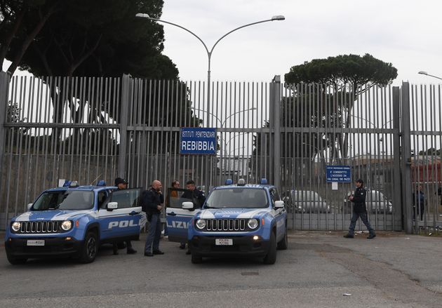 Selon les informations du Messaggero, le détenu a agressé en juin dernier sept policiers...