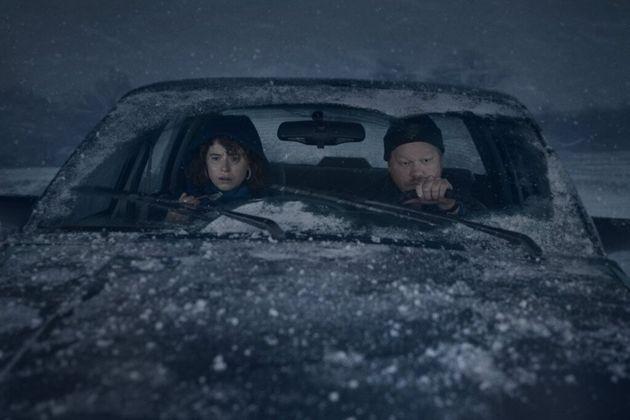 Jake (Jesse Plemons) e sua namorada (Jessie Buckley) em uma de suas intermináveis conversas no...