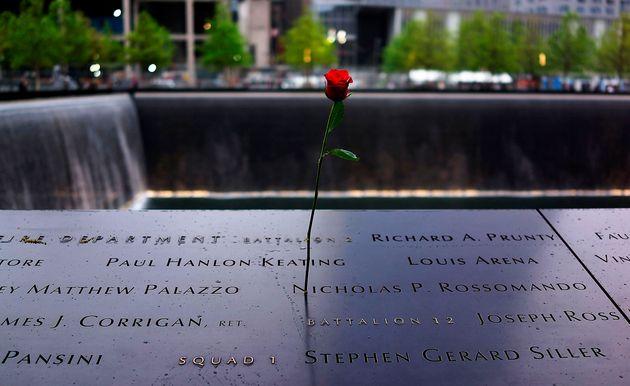 世界貿易センタービルの跡地にできた石碑には犠牲者の名前が刻まれている(2014年5月)