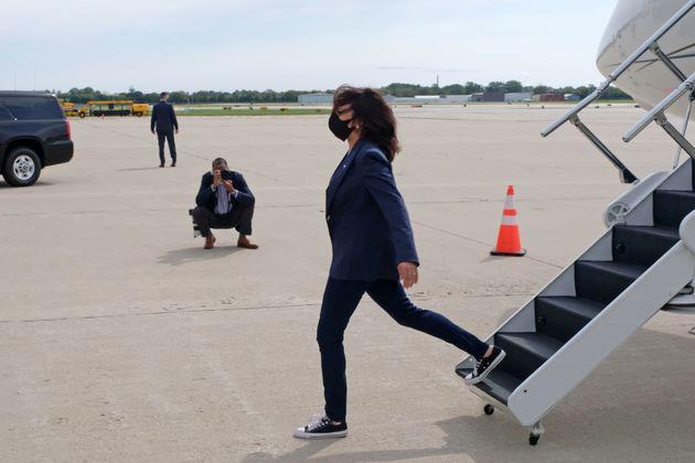 ミルウォーキーの空港に到着したカマラ・ハリス氏(2020年9月7日撮影)