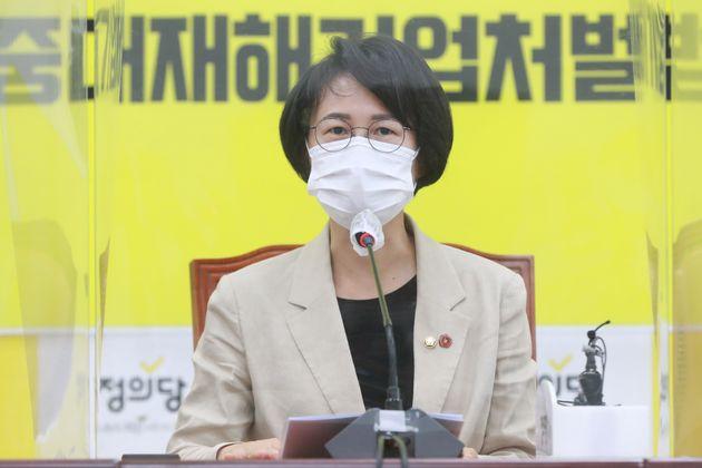 강은미 정의당 신임 원내대표가 9일 오전 서울 여의도 국회에서 열린 의원총회에서 발언을 하고