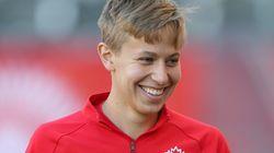 La joueuse de soccer canadienne Rebecca Quinn annonce être