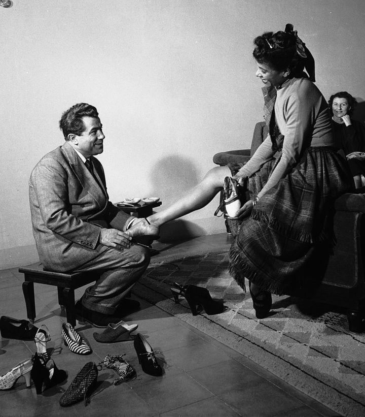 Ο Σαλβατόρε Φεραγκάμο με την χορεύτρια Κάθρην Ντούνχαμ στην Φλωρεντία το 1950.