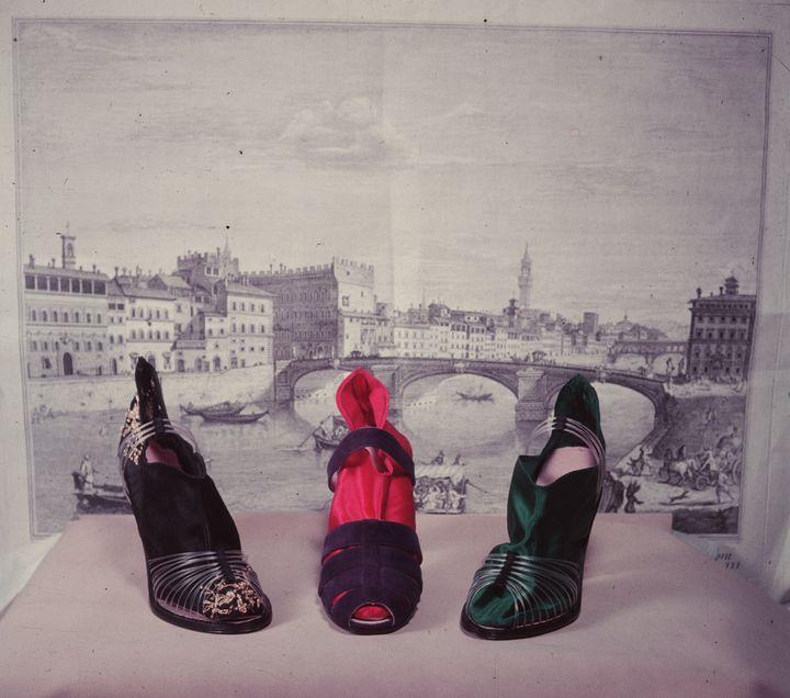 Τρία παπούτσια από τον Σαλβτόρε Φεραγκάμο.