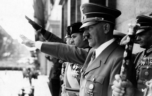 «Βερολίνο, 1933. Η στάση του διεθνούς Τύπου μπροστά στον Χίτλερ» τουΝτανιέλ Σνεντερμάν: Ένα έργο για...