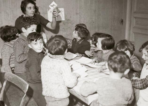 Παιδιά Εβραίων-πρόσφυγες στο Παρίσι, περίπου το 1935.