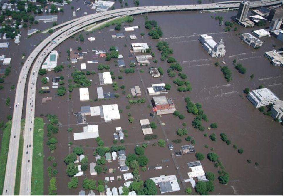 Centre-ville de CedarRapids le 13juin2008. La crue a inondé une centaine de pâtés de maisons de la...