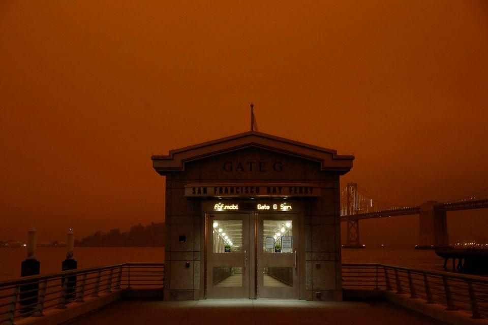 [화보] 미국 캘리포니아 산불로 세상의 종말을 떠올리게 하는 하늘이