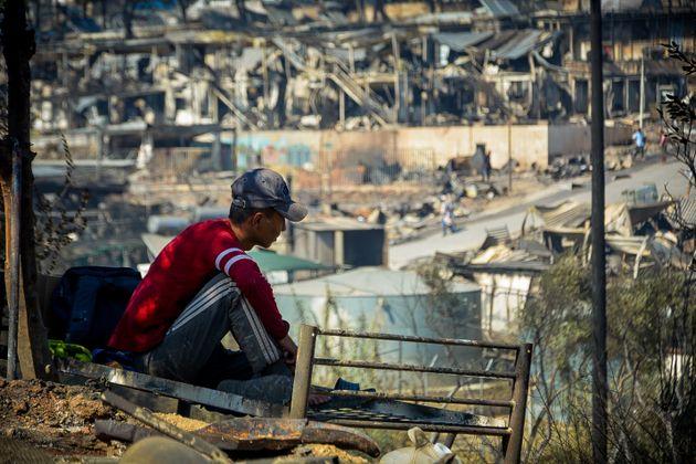 Μετά την πυρκαγιά στον προσφυγικό καταυλισμό της Μόριας. Χιλιάδες πρόσφυγες και μετανάστες βρίσκονται...