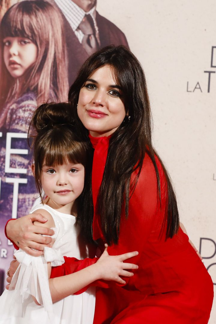 Luna junto a Adriana Ugarte durante la presentación del cortometraje 'Durante la Tormenta'.