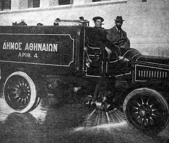 Αυτοκίνητο της καθαριότητας του Δ. Α.  για το πλύσιμο των δρόμων, τέλη 19ου αιώνα.