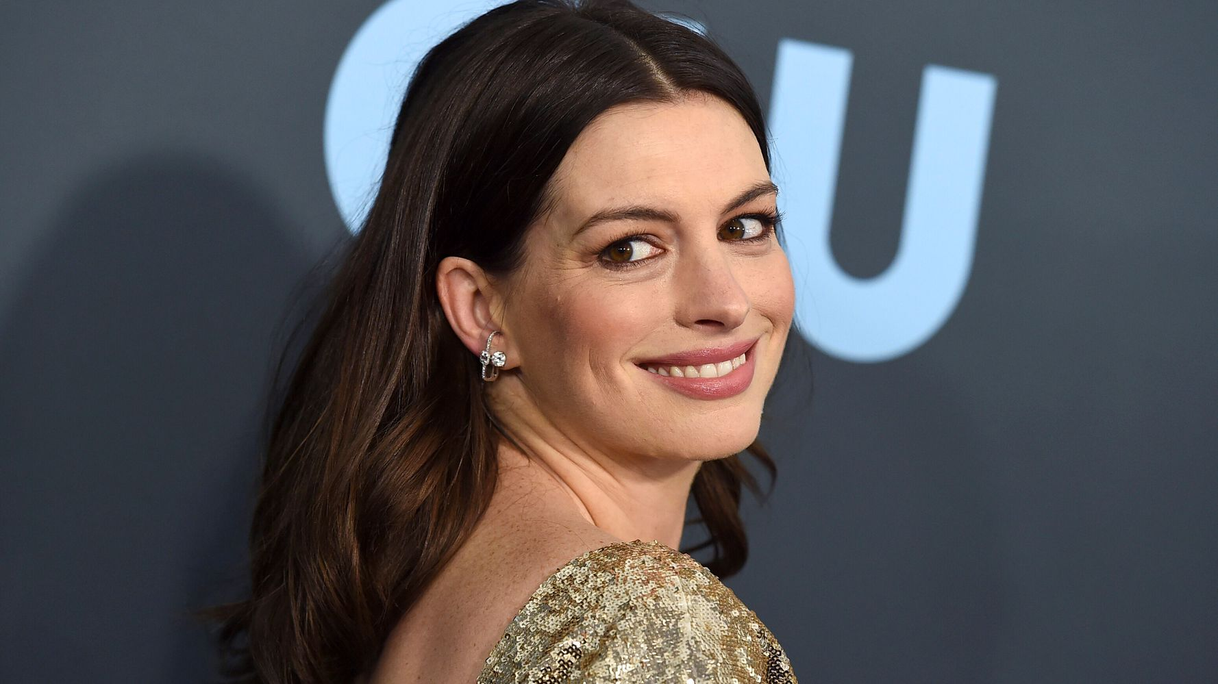 Anne Hathaway's Next Movie Is A COVID-19 Rom-Com Because Of Course It Is |  HuffPost India Entertainment
