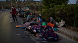 Escucha, Europa: los refugiados del campo de Moria pasan su tercera noche a la