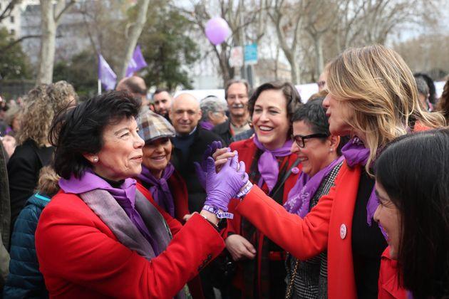 Celaá, Carmen Calvo, Magdalena Valerio, Arancha González Laya, Begoña Gómez y Carolina Darias, en el