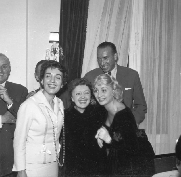 Gloria Lasso, Edith Piaf, Annie Cordy et Pierre Bourgeois lors d'un déjeuner chez