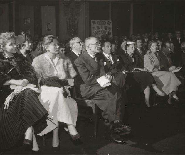 A l'extrême gauche Line Renaud (manteau noir), à sa gauche Annie Cordy, à la gauche d'Annie Cordy Albert...