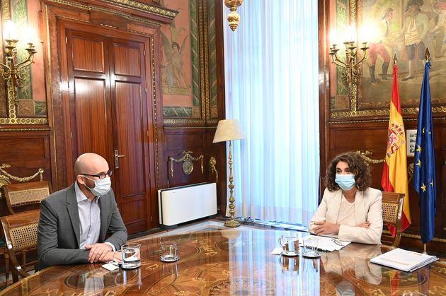 La ministra de Hacienda, María Jesús Montero, junto al secretario de Estado de Derechos Sociales, Nacho...