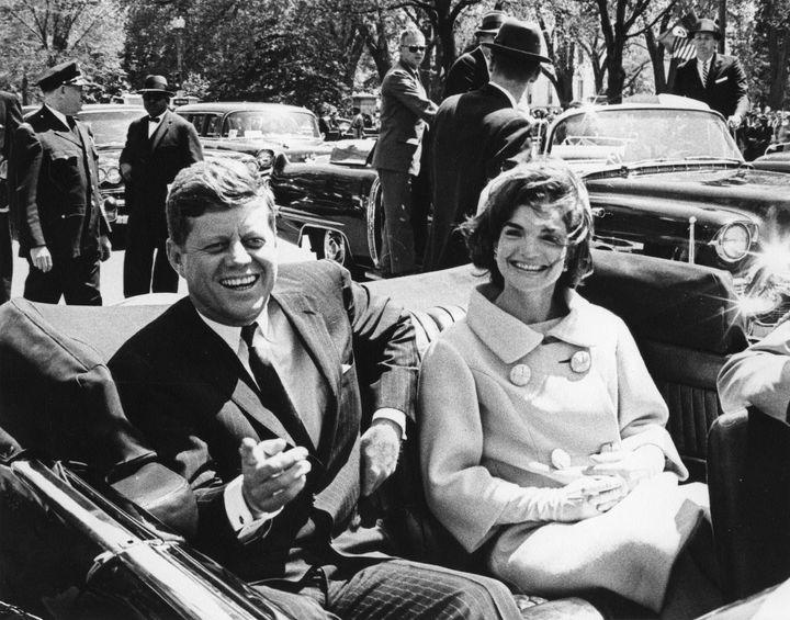 Ο πρώην πρόεδρος των ΗΠΑ, τζον Φ. Κένεντι με την πρώτη Κυρία των ΗΠΑ, Τζάκι Κένεντι - Μπουβιέ το 1961
