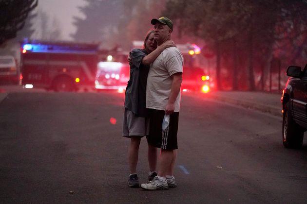 ΗΠΑ: Μισό εκατομμύριο άνθρωποι εκκενώνουν τις εστίες τους λόγω των πυρκαγιών στη Δυτική