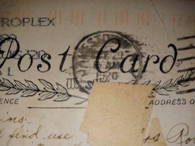 「100年前の消印」が押されたポストカード