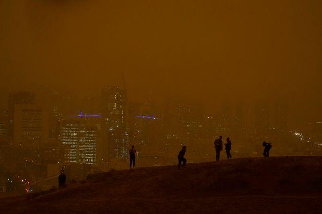 Πορτοκαλί σύννεφο καπνού...