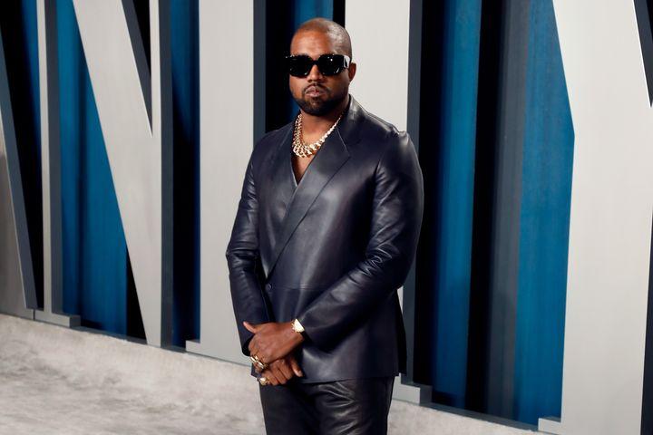 Kanye West, ici en février dernier à l'occasion d'une réception organisée en marge des Oscars, ne pourra pas se présenter dans plusieurs États lors de la présidentielle américaine de novembre 2020.