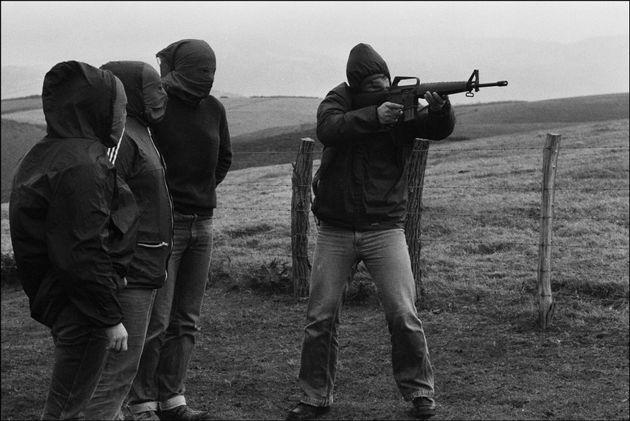 Imagen de archivo de miembros de ETA entrenando con fusiles de asalto, a finales de la década...