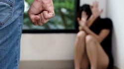 Accusa la moglie di non aver preparato in tempo il pranzo e la picchia davanti alla