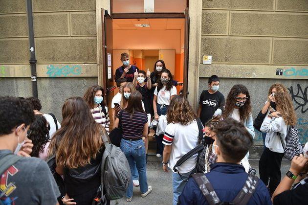 """Scuola, oggi nel Lazio si torna tra i banchi ma… gli studenti protestano: """"Scuola sì ma non così"""""""