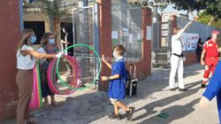 A scuola con l'hula hoop: l'idea di un istituto del Molise per mantenere le distanze tra