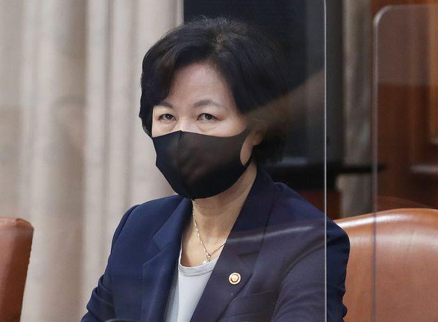 추미애 법무부 장관이 15일 서울 종로구 정부서울청사에서 열린 국무회의에 참석하고 있다.