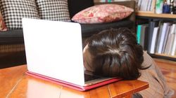 낮밤이 바뀐 일상의 반복 : 코로나 시대, 원격수업 듣는 학생들의 하루