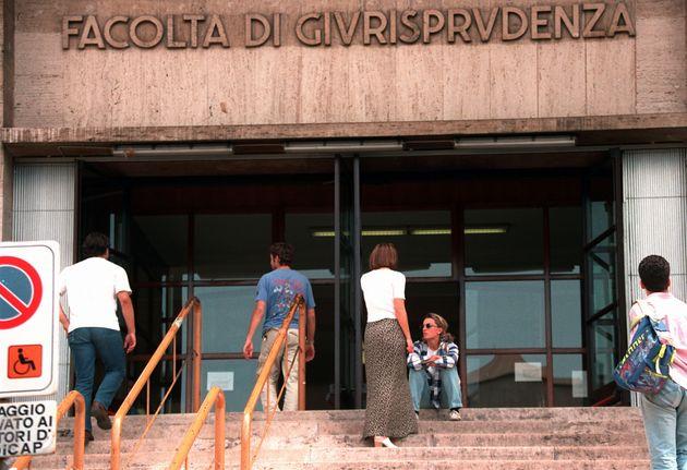 MARTA RUSSO: POLIZIA TORNA IN ISTITUTO FILOSOFIA DEL DIRITTO. Un'immagine presa stamani dell'ingresso...